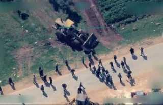 Terör örgütü sivillerin Afrin'den çıkışını...