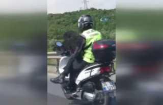 Bacak bacak üstüne atan motosikletli kamerada
