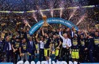 Şampiyon Fenerbahçe Doğuş kupasını aldı