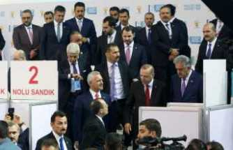 AK Parti'de oylar kullanılıyor
