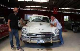 Eski otomobiller onların elinde hayat buluyor