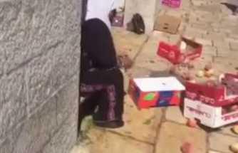 İsrailli belediye çalışanları Filistinlilerin tezgahlarına saldırdı