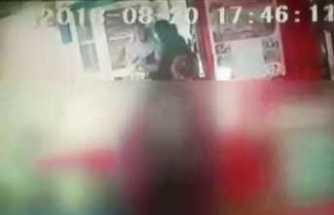 Kızının gözleri önünde eşini bıçakladı