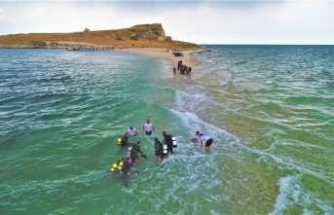 Çarpanak Adası'na antik yoldan su altı yürüyüşü