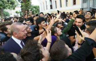 Öğrencilerden Cumhurbaşkanı Erdoğan'a yoğun ilgi