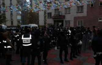 HDP binasında açlık grevi yapanlara operasyon: 26 gözaltı
