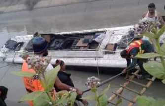 Pakistan'da çifte kaza: 10 ölü, 42 yaralı