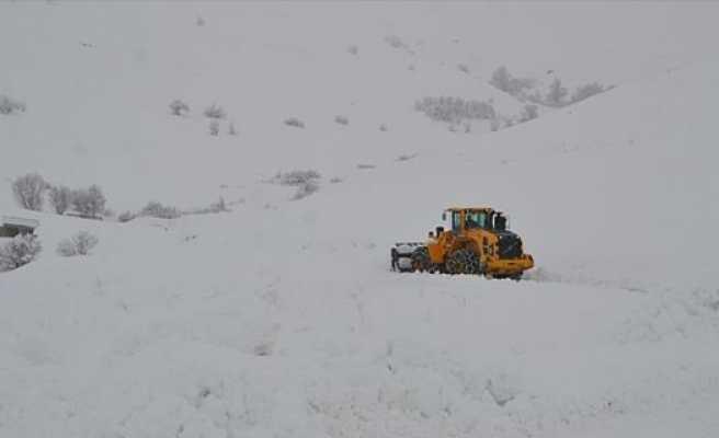 Van ve Bitlis'te 26 yerleşim biriminin yolu ulaşıma kapandı
