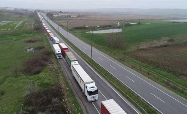 Avrupa'ya açılan sınır kapılarında kilometrelerce tır kuyruğu
