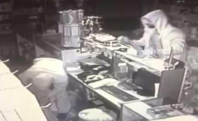 Bir hafta içinde 4 iş yerine giren hırsızlar kamerada
