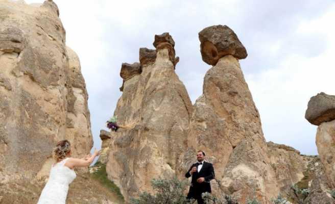 Gelin-damat fotoğrafları için Kapadokya'ya akın ediyorlar