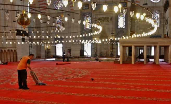 Süleymaniye Camii'nin halıları değişiyor