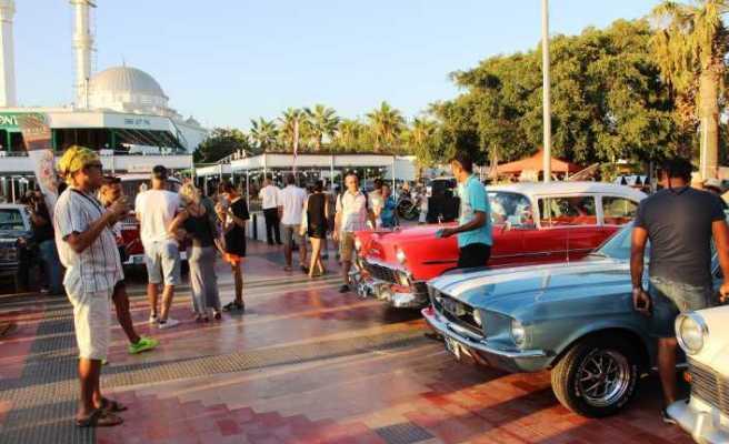Bodrum'da klasik otomobillere büyük ilgi