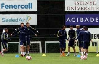 Fenerbahçe'de derbi hazırlıkları sürüyor