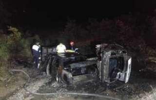 İki araç alev alev yandı: 4 yaralı