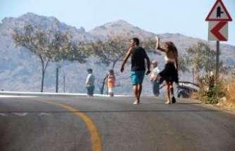 Alevler tatil sitelerine de ulaştı