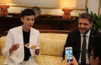 """Çinli şarkıcı """"Türkiye Fahri Turizm Elçisi"""" oldu"""