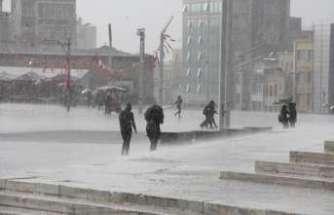 İstanbullular dikkat: Yarın şiddetli yağış var !