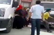 Kadınlar adamı sopa ve şemsiyeyle dövdü