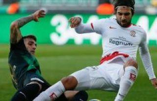 Akhisarspor yeni stadında beraberlikle yetinde