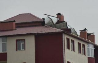 Doğu Anadolu'da şiddetli rüzgar ve fırtına etkili...