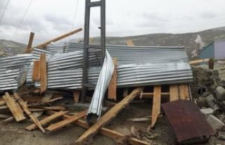 Fırtına 9 ilçe ve kent merkezinde hasara yol açtı