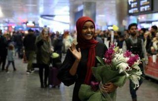 Tesettürlü top model Aden, Türkiye'ye geldi