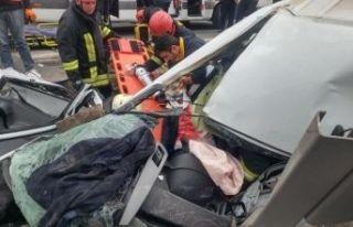 Protokol eşlerini taşıyan minibüs kaza yaptı:...