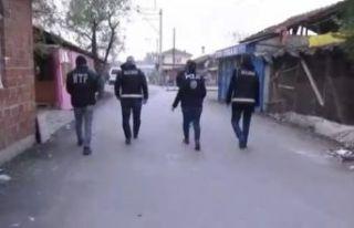 Sakarya'da sokak satıcılarına operasyon: 18 gözaltı