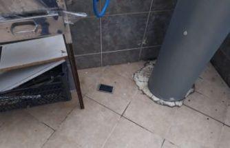 Polisi görünce telefonlarını aşağıya attılar